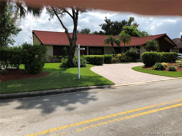 11200 NW 10th Mnr, Coral Springs, FL 33071 (MLS #A10693441) :: The Riley Smith Group