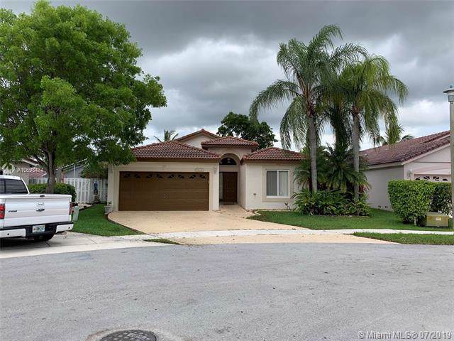 17626 SW 10th St, Pembroke Pines, FL 33029 (MLS #A10693474) :: United Realty Group