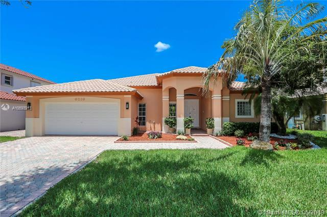 6216 NW 113th Ct, Doral, FL 33178 (MLS #A10693913) :: Green Realty Properties