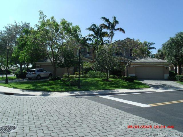 2701 Center Ct Dr 2-14, Weston, FL 33332 (MLS #A10694297) :: Green Realty Properties
