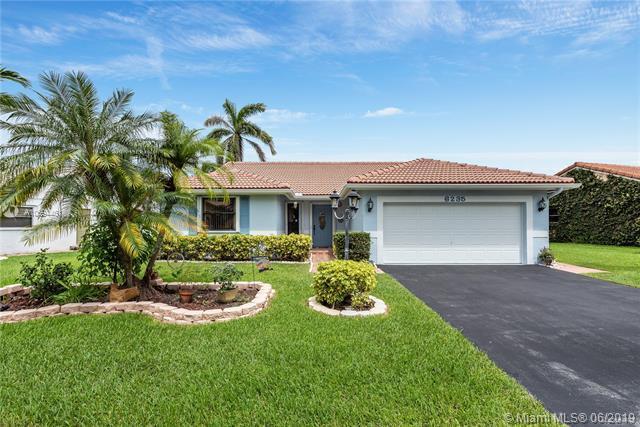 6235 Hawkes Bluff Ave, Davie, FL 33331 (MLS #A10694461) :: Green Realty Properties