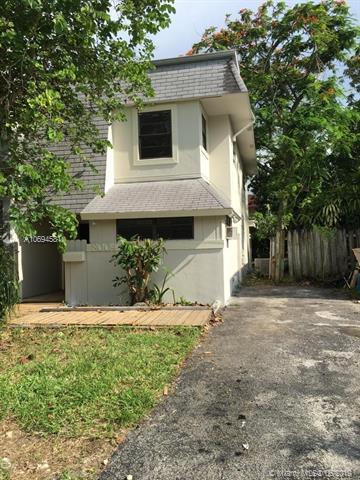 8004 Forest Blvd, North Lauderdale, FL 33068 (MLS #A10694581) :: Miami Villa Group