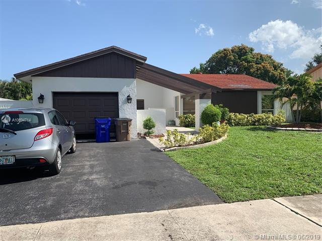 3826 NW 1st Place, Deerfield Beach, FL 33442 (MLS #A10694714) :: Ray De Leon with One Sotheby's International Realty