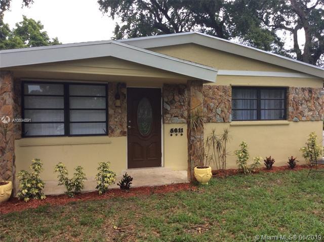 5611 Farragut St, Hollywood, FL 33021 (MLS #A10694891) :: Berkshire Hathaway HomeServices EWM Realty