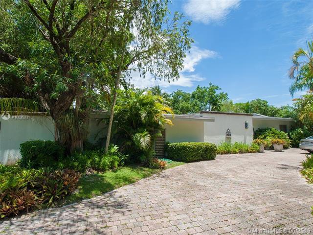 7601 SW 137th St, Palmetto Bay, FL 33158 (MLS #A10695031) :: Grove Properties