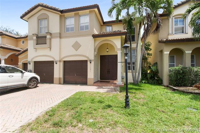 11041 NW 48th Ter, Doral, FL 33178 (MLS #A10695226) :: Miami Villa Group