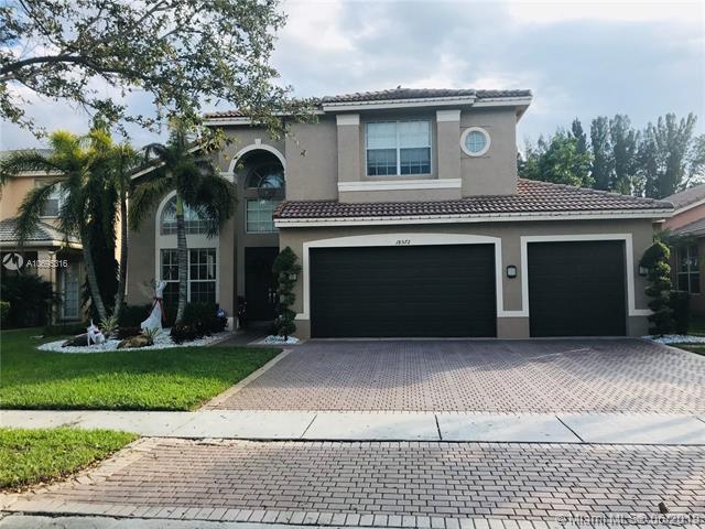 18572 SW 55th St, Miramar, FL 33029 (MLS #A10695316) :: Grove Properties
