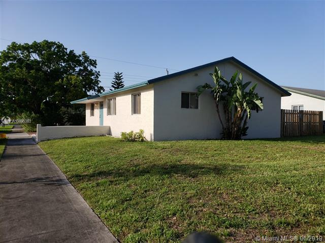 7491 Simms St, Hollywood, FL 33024 (MLS #A10695383) :: Grove Properties