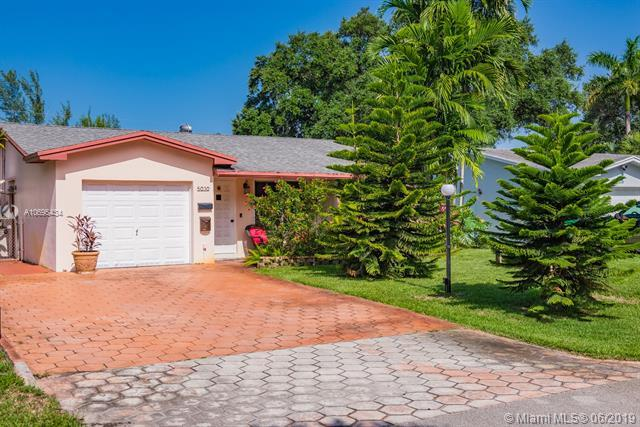 5030 SW 29th Way, Dania Beach, FL 33312 (MLS #A10695434) :: The Teri Arbogast Team at Keller Williams Partners SW