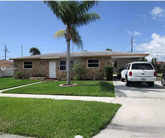621 W 35th St, Riviera Beach, FL 33404 (MLS #A10695627) :: The Teri Arbogast Team at Keller Williams Partners SW