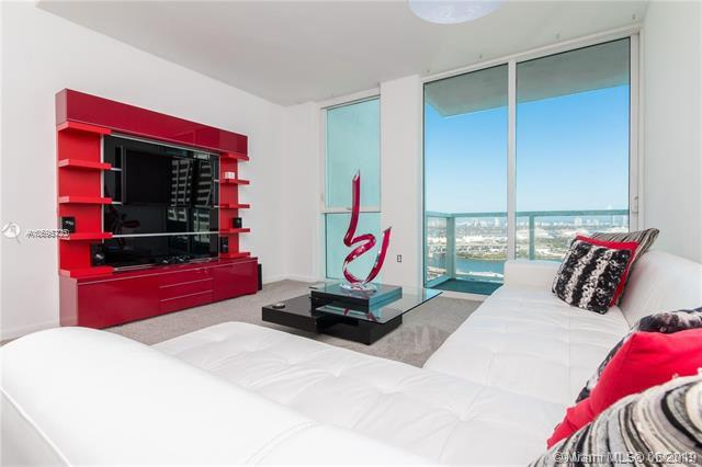 253 NE 2ND ST #2705, Miami, FL 33132 (MLS #A10695725) :: The Brickell Scoop