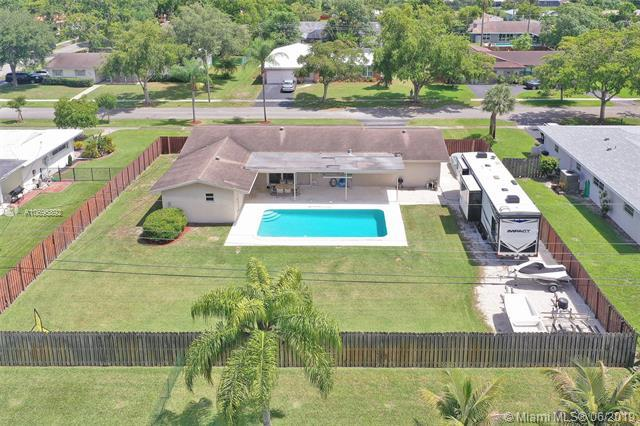 7520 NW 8th Ct, Plantation, FL 33317 (MLS #A10695892) :: The Teri Arbogast Team at Keller Williams Partners SW