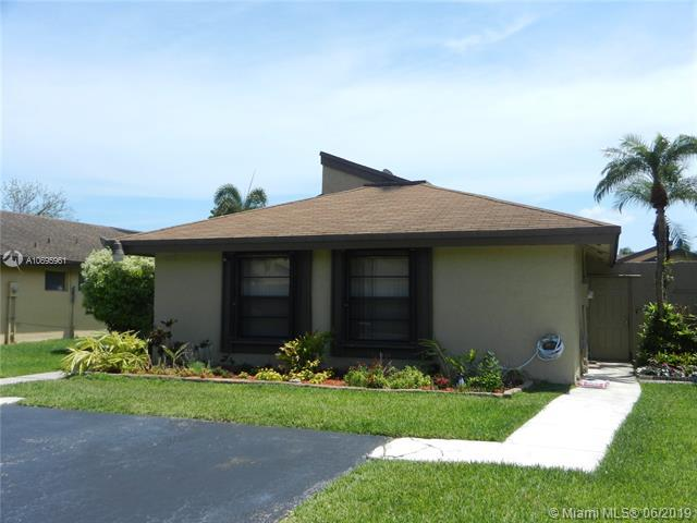 9138 SW 129th Ln, Miami, FL 33176 (MLS #A10695961) :: The Erice Group