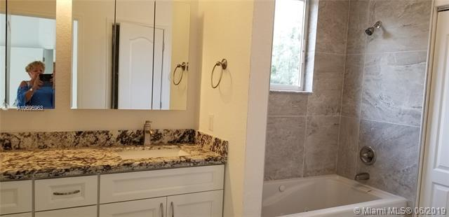 5871 SW 39th Way, Dania Beach, FL 33312 (MLS #A10695963) :: Berkshire Hathaway HomeServices EWM Realty