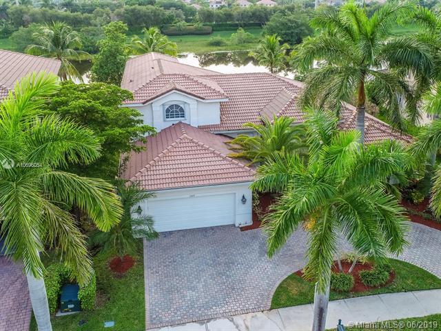 1847 Harbor Pointe Cir, Weston, FL 33327 (MLS #A10696054) :: Green Realty Properties