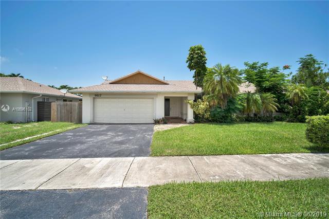 9617 SW 118th Ave, Miami, FL 33186 (MLS #A10696102) :: Grove Properties
