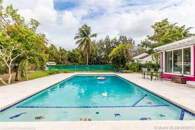 5875 SW 46th Ter, Miami, FL 33155 (MLS #A10696165) :: Berkshire Hathaway HomeServices EWM Realty