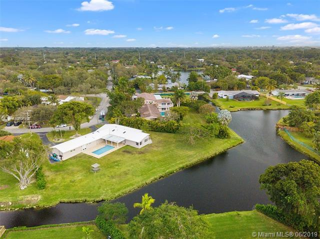 12660 SW 69th Ct, Pinecrest, FL 33156 (MLS #A10696197) :: Grove Properties