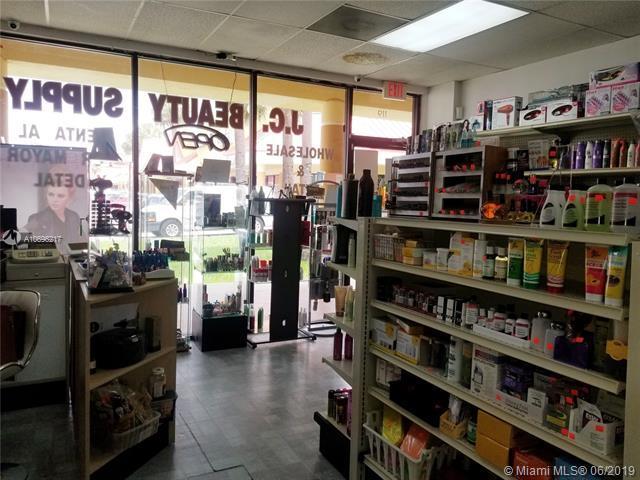 11300 NW 87th Ct, Hialeah Gardens, FL 33018 (MLS #A10696217) :: Grove Properties