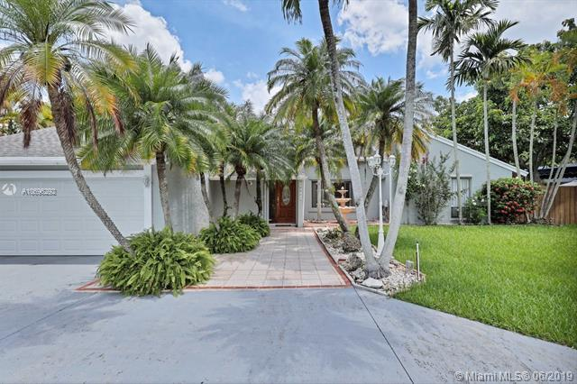 10561 SW 139 St, Miami, FL 33176 (MLS #A10696292) :: The Erice Group