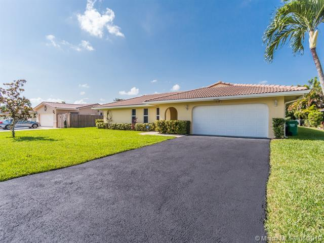 10340 NW 39th Pl, Coral Springs, FL 33065 (MLS #A10696432) :: Grove Properties