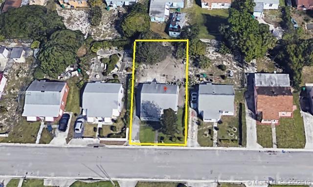 632 W 3rd St, Riviera Beach, FL 33404 (MLS #A10696642) :: The Teri Arbogast Team at Keller Williams Partners SW