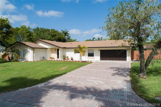 12702 SW 114th Ct, Miami, FL 33176 (MLS #A10696756) :: Grove Properties