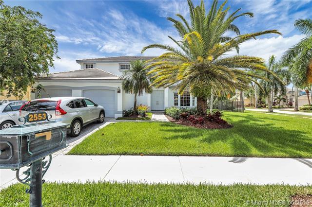2553 Jardin Ter, Weston, FL 33327 (MLS #A10696799) :: The Brickell Scoop