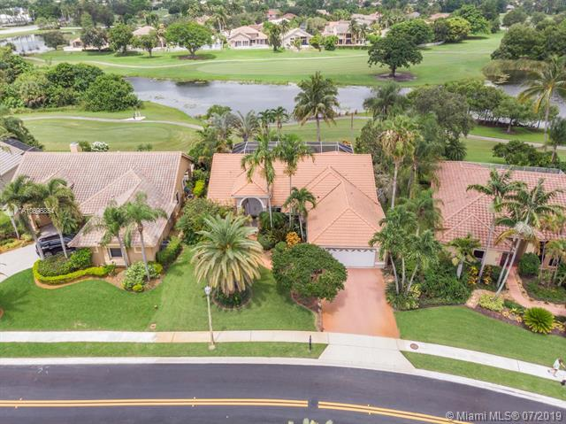 560 W Cypress Pointe Dr, Pembroke Pines, FL 33027 (MLS #A10696854) :: Ray De Leon with One Sotheby's International Realty