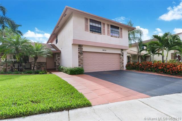 900 Rock Hill Ave, Davie, FL 33325 (MLS #A10696861) :: Grove Properties