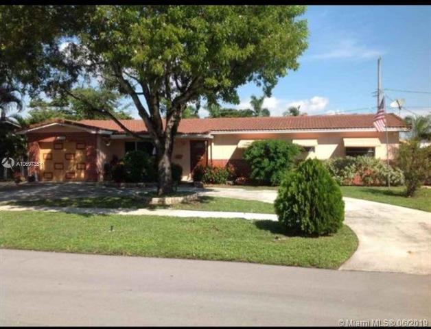 303 SE 14th Pl, Deerfield Beach, FL 33441 (MLS #A10697351) :: Prestige Realty Group