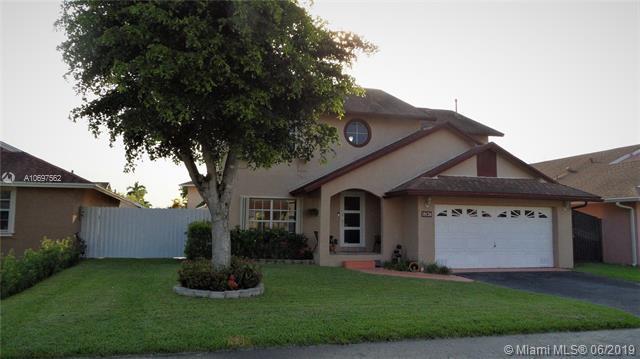 19126 NW 78th Ct, Hialeah, FL 33015 (MLS #A10697562) :: Grove Properties