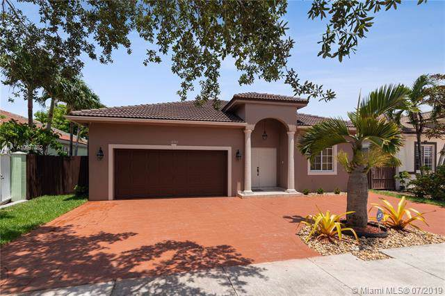 14943 NW 89th Pl, Miami Lakes, FL 33018 (MLS #A10697882) :: Laurie Finkelstein Reader Team