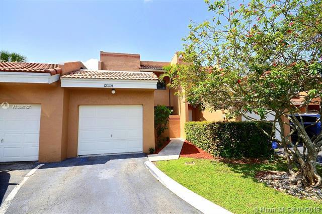 12008 S Las Palmas Dr ., Pembroke Pines, FL 33025 (MLS #A10697921) :: Grove Properties