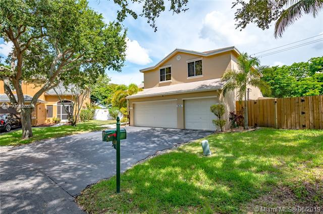 4726 NW 14th St, Coconut Creek, FL 33063 (MLS #A10698008) :: Grove Properties