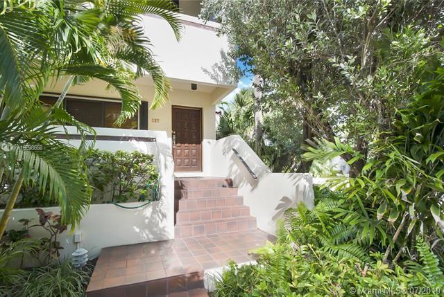 2600 Cardena St #16, Coral Gables, FL 33134 (MLS #A10698658) :: Grove Properties