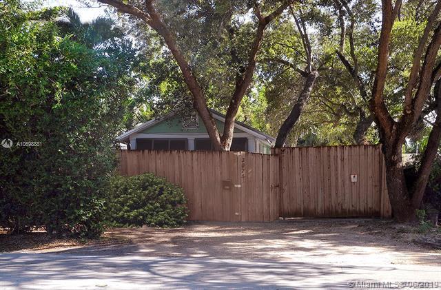 3075 Mcdonald Avenue, Coconut Grove, FL 33133 (MLS #A10698881) :: Grove Properties