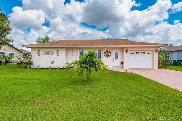 9201 NW 73rd St, Tamarac, FL 33321 (MLS #A10699096) :: Green Realty Properties