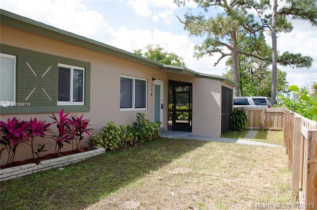 714 NW 11th St, Fort Lauderdale, FL 33311 (MLS #A10699118) :: The Teri Arbogast Team at Keller Williams Partners SW
