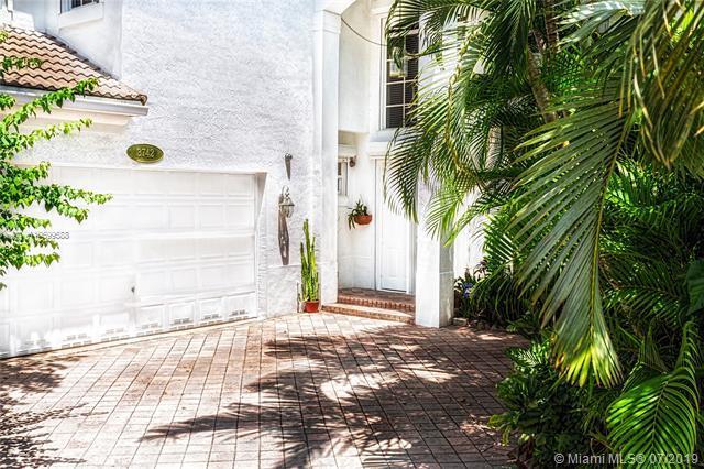 Aventura, FL 33180 :: Grove Properties