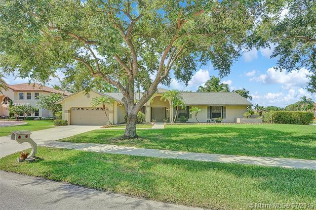 20060 NW 8th St, Pembroke Pines, FL 33029 (MLS #A10699846) :: Grove Properties