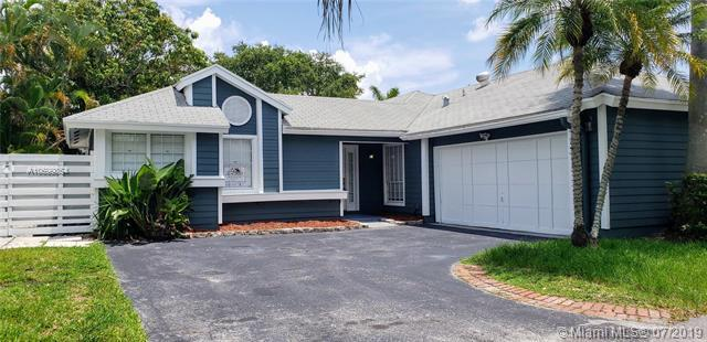 10135 SW 139th Pl, Miami, FL 33186 (MLS #A10699854) :: The Paiz Group