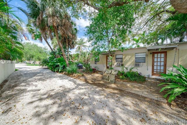 4010 SW 54th Ave, Davie, FL 33314 (MLS #A10701216) :: The Teri Arbogast Team at Keller Williams Partners SW
