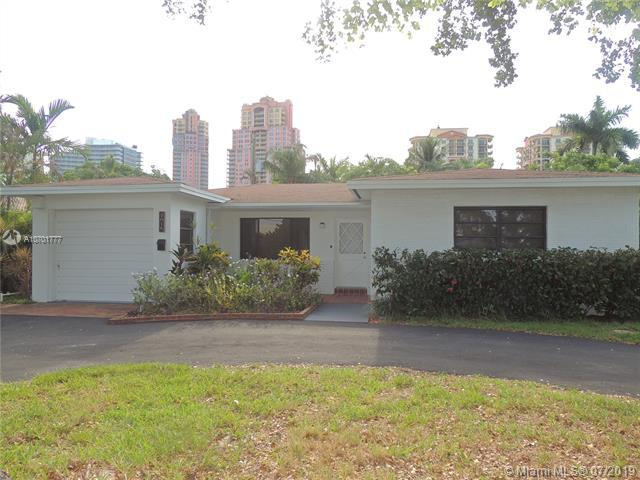 2018 NE 31st Ave, Fort Lauderdale, FL 33305 (MLS #A10701777) :: The Howland Group