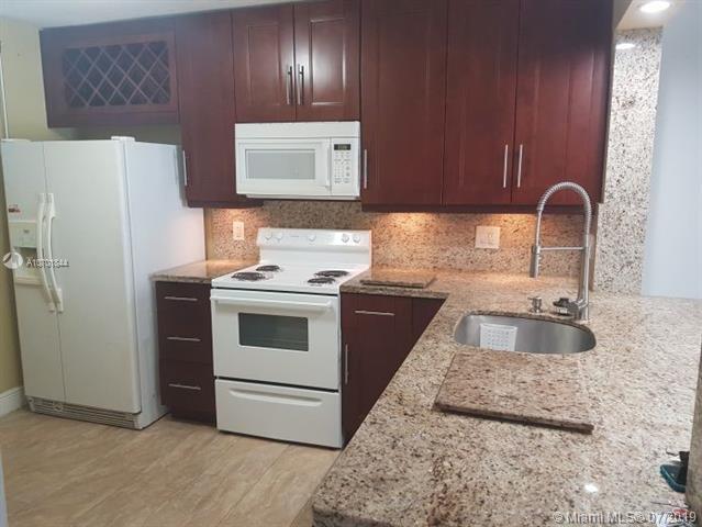 112 Lake Emerald Dr #110, Oakland Park, FL 33309 (MLS #A10701844) :: Grove Properties