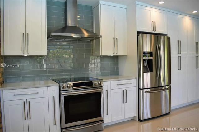 8621 SW 146th St, Palmetto Bay, FL 33158 (MLS #A10701846) :: Grove Properties