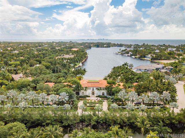 8901 Arvida Ln, Coral Gables, FL 33156 (MLS #A10701969) :: The Maria Murdock Group