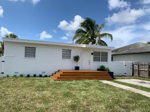 5605 Mayo St, Hollywood, FL 33023 (MLS #A10702023) :: Berkshire Hathaway HomeServices EWM Realty