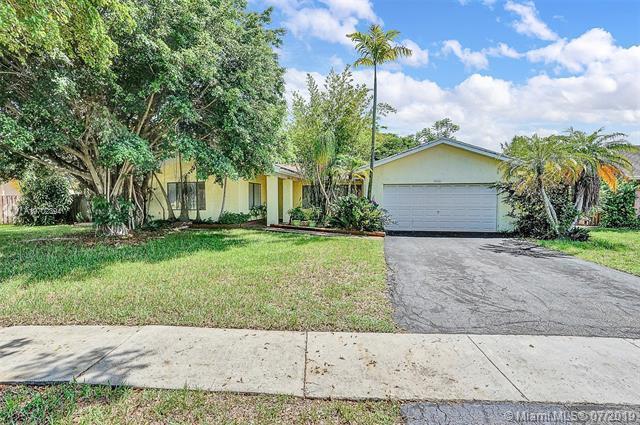 9140 NW 15th St, Plantation, FL 33322 (MLS #A10702394) :: Grove Properties