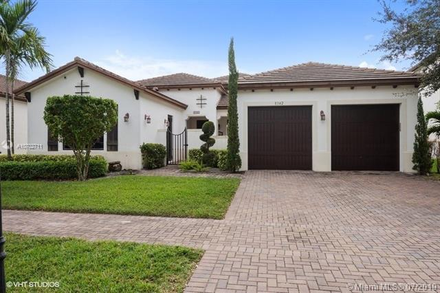 8342 NW 28th St, Cooper City, FL 33024 (MLS #A10702711) :: Green Realty Properties